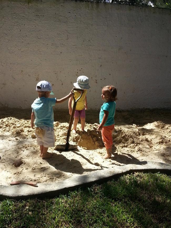 brincando_na_caixa_de_areia